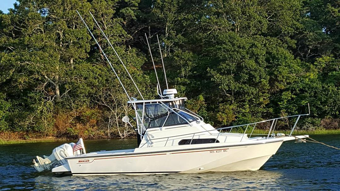 The 1992 / 1993 27 Walkaround Whaler Drive is one big Whaler.  Built on the Clas...