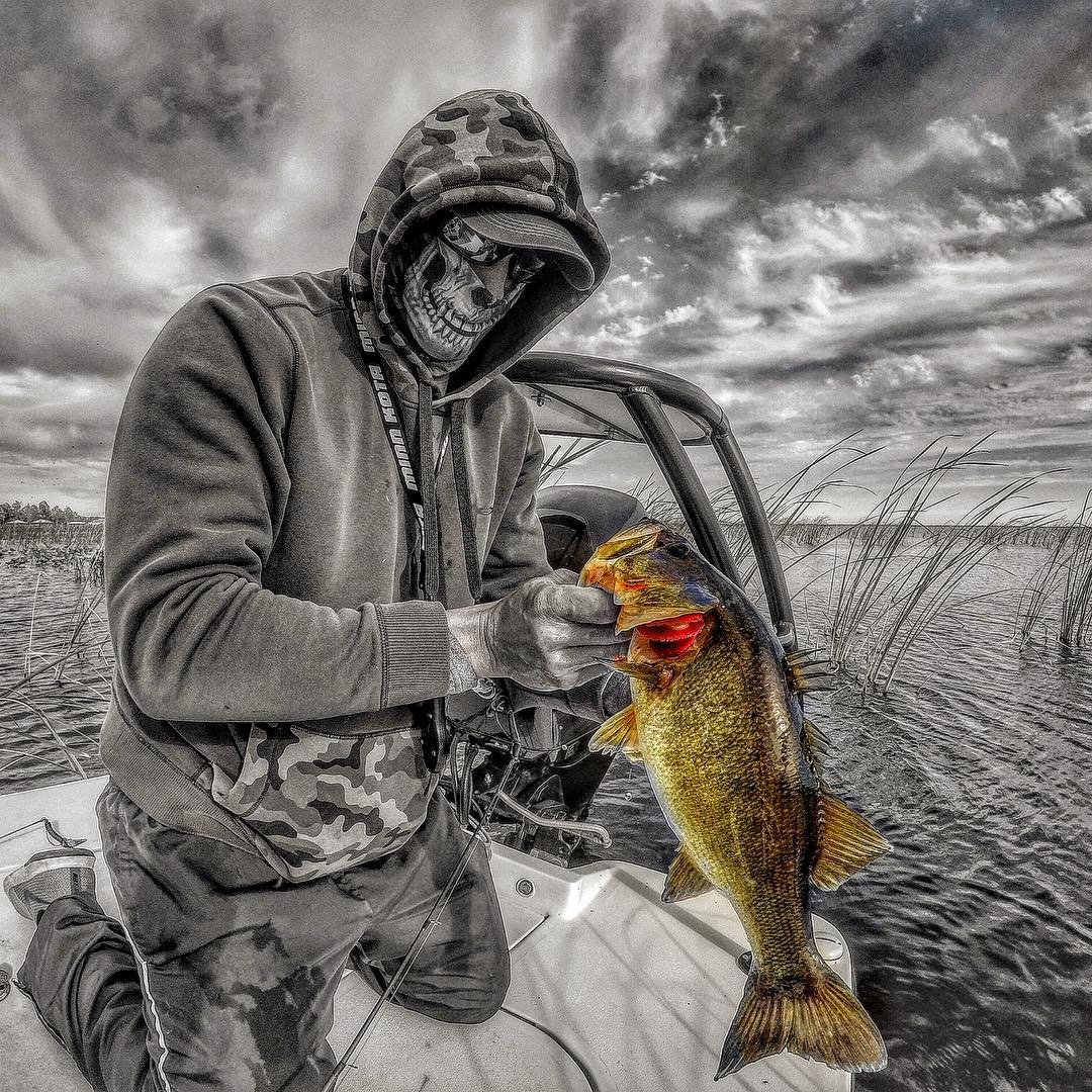 Winter time fishing, you either love it or hate it.... put in the time and the r...