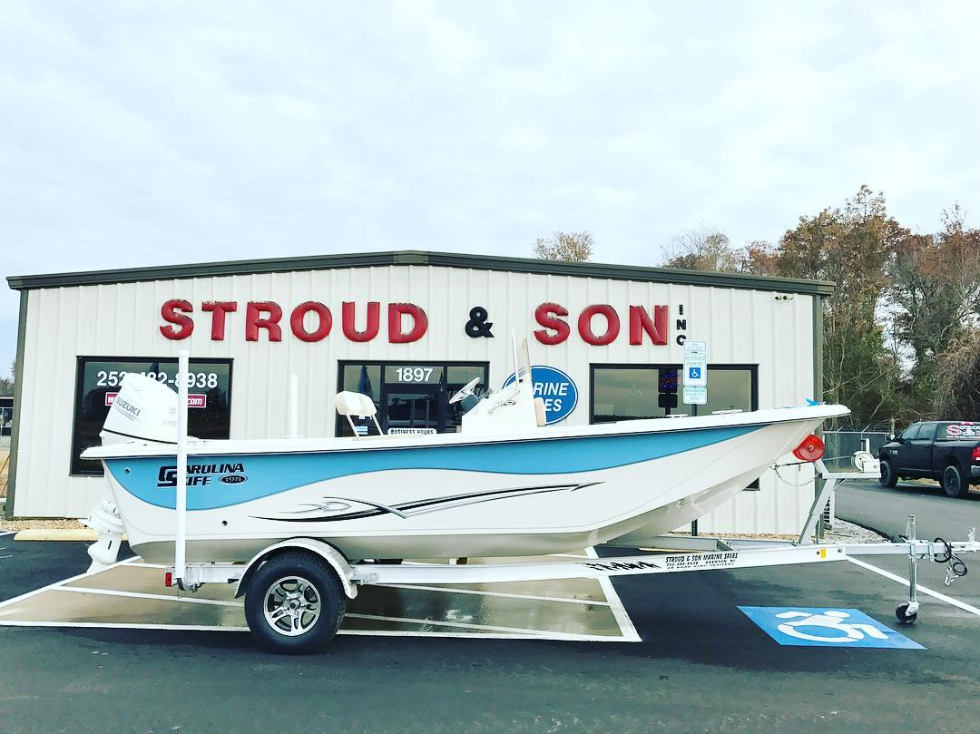 Unbelievably priced low! HMU if interested. This NEW 2017 Carolina Skiff 198 DLV...