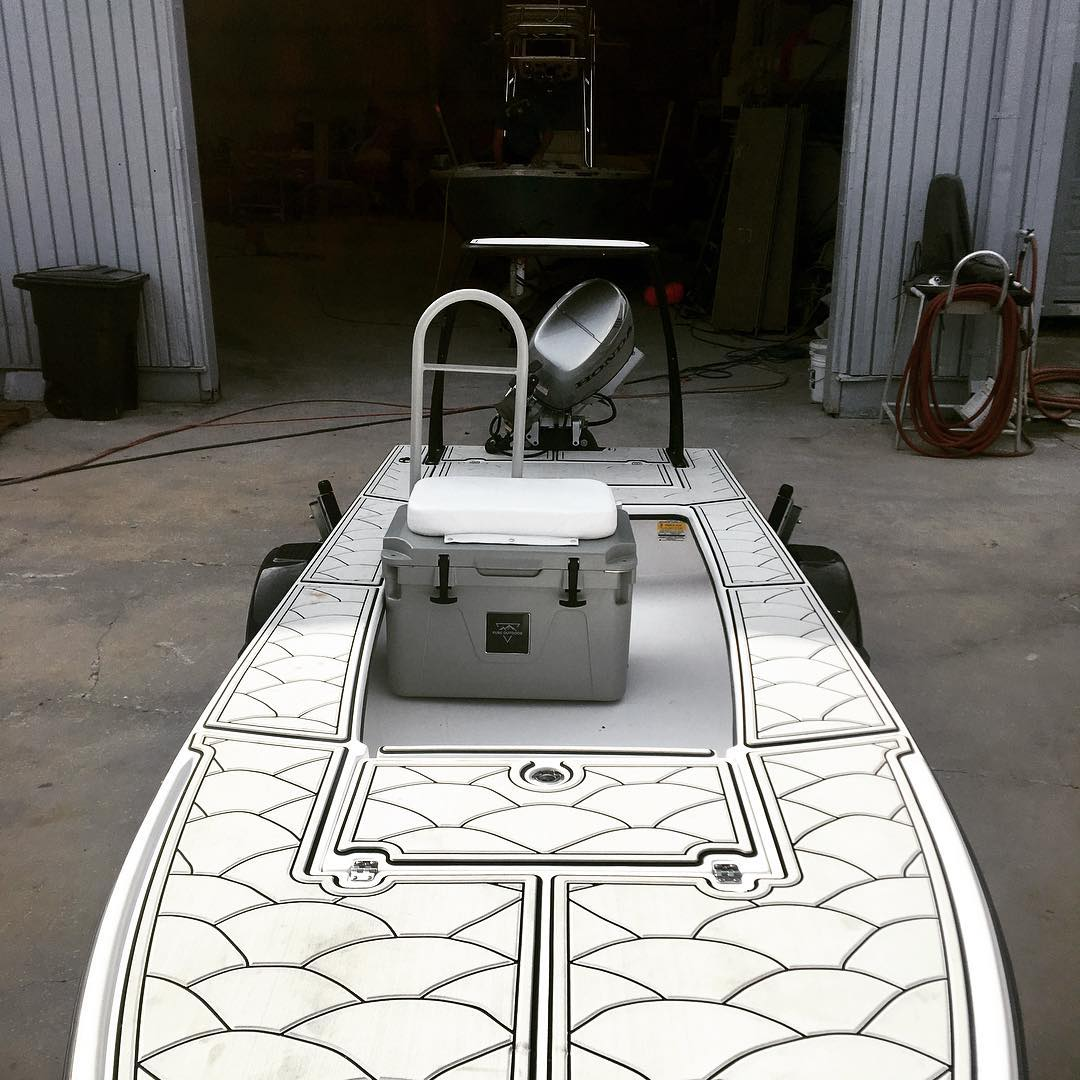 Mangrove bay skiff with custom grab rail and rod holders