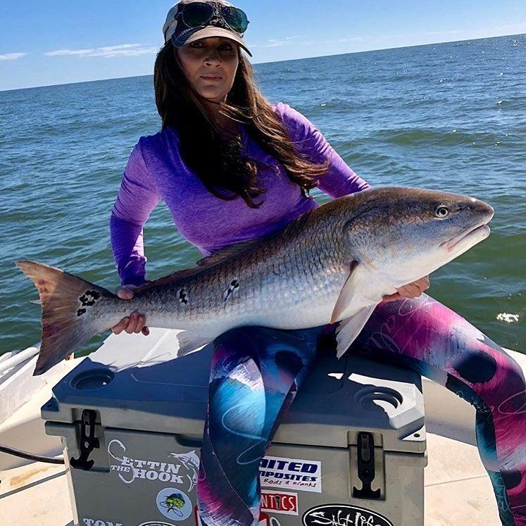 @lauraloves2fish with a beautiful bull redfish!