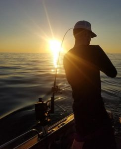 Embrace the glare  and capture the moment (aka. fish). . . . . . . .